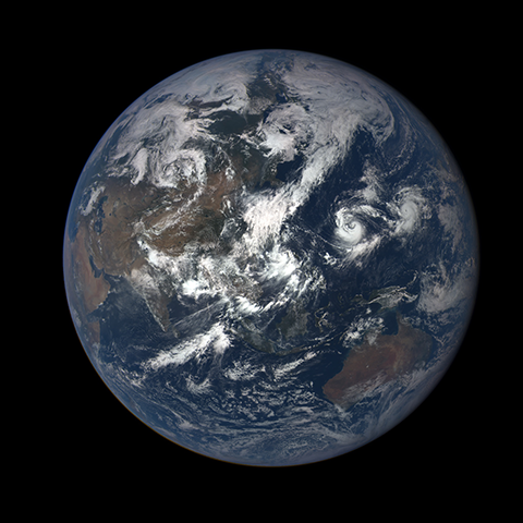 Image https://epic.gsfc.nasa.gov/epic-galleries/2015/first_light/thumbs/187_2015187050210-sm.png