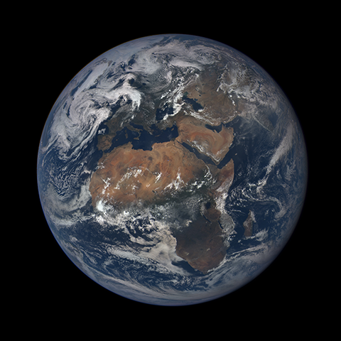 Image http://epic.gsfc.nasa.gov/epic-galleries/2015/first_light/thumbs/187_2015187110107-sm.png