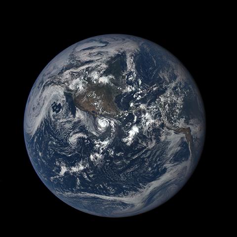 Image http://epic.gsfc.nasa.gov/epic-galleries/2015/lunar_transit/thumbs/197_2015197195208-sm.png