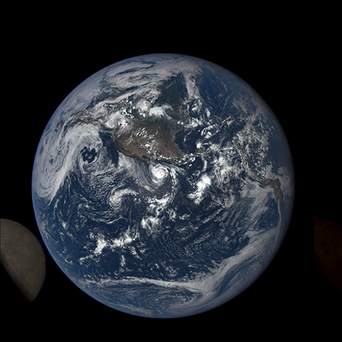 Image https://epic.gsfc.nasa.gov/epic-galleries/2015/lunar_transit/thumbs/197_2015197202104-sm.png