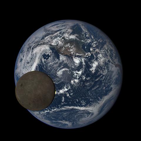 Image http://epic.gsfc.nasa.gov/epic-galleries/2015/lunar_transit/thumbs/197_2015197212209-sm.png
