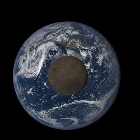 Image http://epic.gsfc.nasa.gov/epic-galleries/2015/lunar_transit/thumbs/197_2015197222104-sm.png