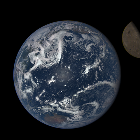 Image https://epic.gsfc.nasa.gov/epic-galleries/2015/lunar_transit/thumbs/197_2015198003208-sm.png