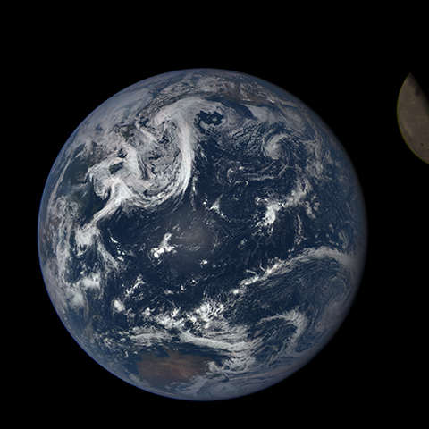 Image https://epic.gsfc.nasa.gov/epic-galleries/2015/lunar_transit/thumbs/197_2015198004604-sm.png