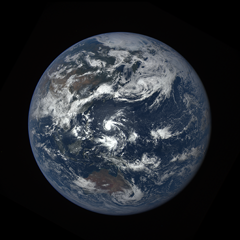 Image http://epic.gsfc.nasa.gov/epic-galleries/2016/lunar_transit/thumbs/epic_1b_20160705031407_01-sm.png