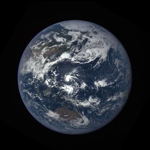 Image https://epic.gsfc.nasa.gov/epic-galleries/2016/lunar_transit/thumbs/epic_1b_20160705031407_01-sm.png