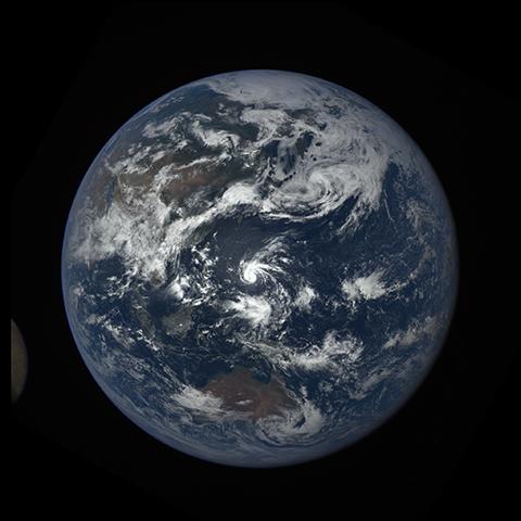 Image http://epic.gsfc.nasa.gov/epic-galleries/2016/lunar_transit/thumbs/epic_1b_20160705033154_01-sm.png
