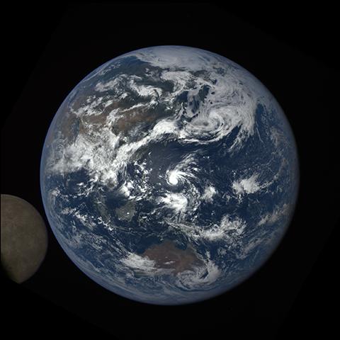 Image https://epic.gsfc.nasa.gov/epic-galleries/2016/lunar_transit/thumbs/epic_1b_20160705035045_01-sm.png