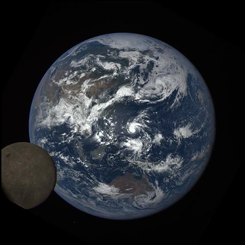 Image http://epic.gsfc.nasa.gov/epic-galleries/2016/lunar_transit/thumbs/epic_1b_20160705040937_01-sm.png