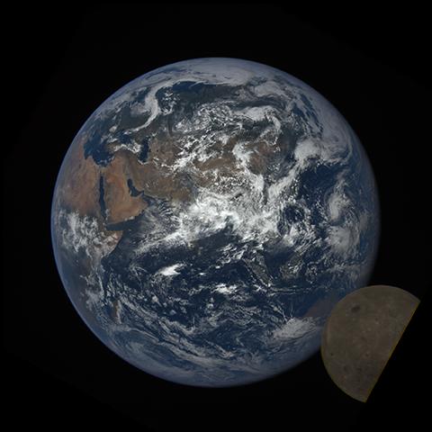 Image http://epic.gsfc.nasa.gov/epic-galleries/2016/lunar_transit/thumbs/epic_1b_20160705065920_01-sm.png
