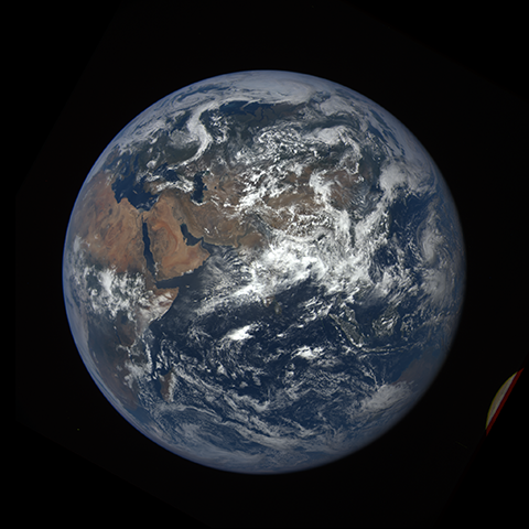 Image https://epic.gsfc.nasa.gov/epic-galleries/2016/lunar_transit/thumbs/epic_1b_20160705073703_01-sm.png