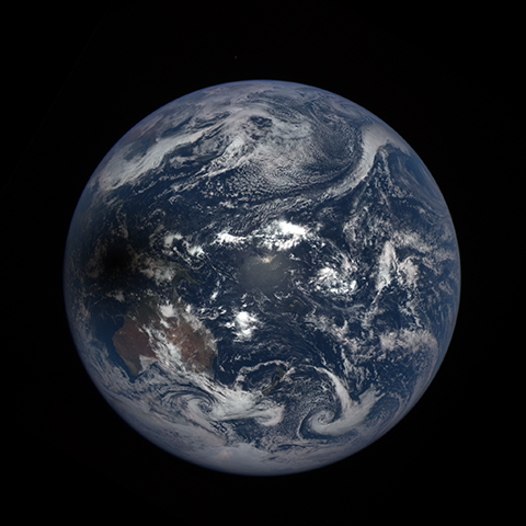 Image http://epic.gsfc.nasa.gov/epic-galleries/2016/solar_eclipse/thumbs/169_2016069004209-sm.png