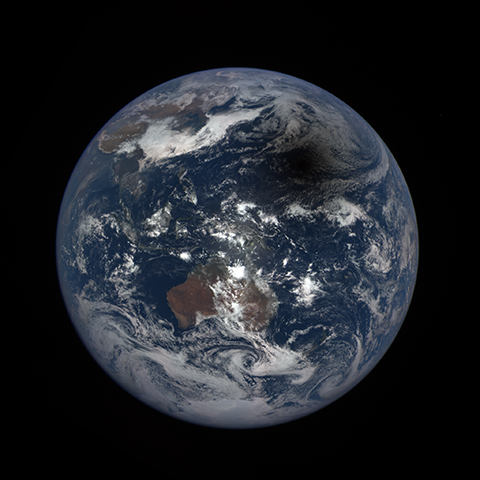 Image http://epic.gsfc.nasa.gov/epic-galleries/2016/solar_eclipse/thumbs/169_2016069024104-sm.png