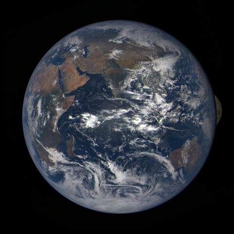 Image https://epic.gsfc.nasa.gov/epic-galleries/2020/lunar_occultation/thumbs/epic_1b_20201002070104_01.png