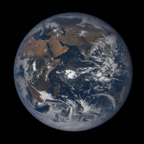 Image https://epic.gsfc.nasa.gov/epic-galleries/2020/lunar_occultation/thumbs/epic_1b_20201002080104_01.png