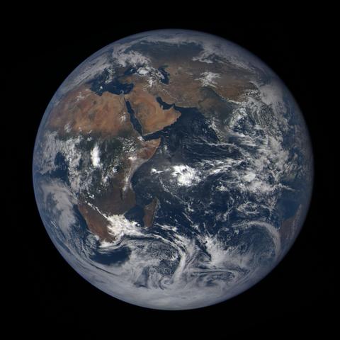 Image https://epic.gsfc.nasa.gov/epic-galleries/2020/lunar_occultation/thumbs/epic_1b_20201002083209_01.png