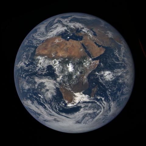 Image https://epic.gsfc.nasa.gov/epic-galleries/2020/lunar_occultation/thumbs/epic_1b_20201002103209_01.png