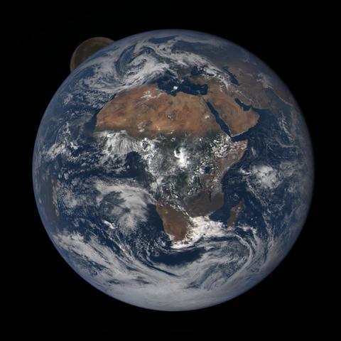 Image https://epic.gsfc.nasa.gov/epic-galleries/2020/lunar_occultation/thumbs/epic_1b_20201002110209_01.png