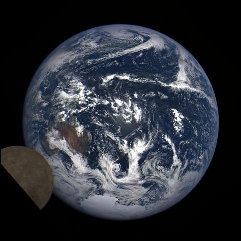 Image https://epic.gsfc.nasa.gov/epic-galleries/2021/lunar_transit/thumbs/epic_1b_20210211001208_03.png