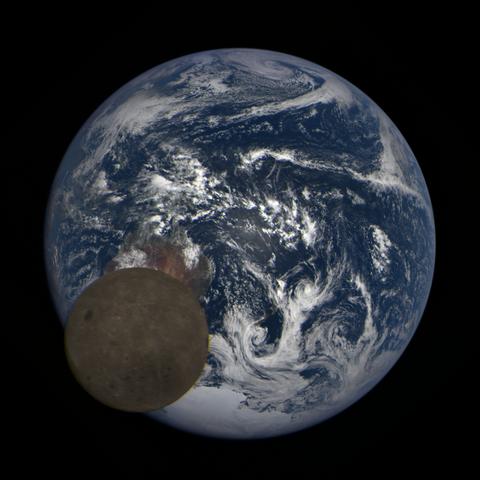Image https://epic.gsfc.nasa.gov/epic-galleries/2021/lunar_transit/thumbs/epic_1b_20210211005709_03.png