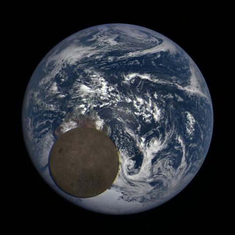 Image https://epic.gsfc.nasa.gov/epic-galleries/2021/lunar_transit/thumbs/epic_1b_20210211011209_03.png