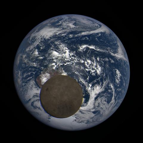 Image https://epic.gsfc.nasa.gov/epic-galleries/2021/lunar_transit/thumbs/epic_1b_20210211012604_03.png