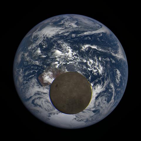Image https://epic.gsfc.nasa.gov/epic-galleries/2021/lunar_transit/thumbs/epic_1b_20210211014104_03.png
