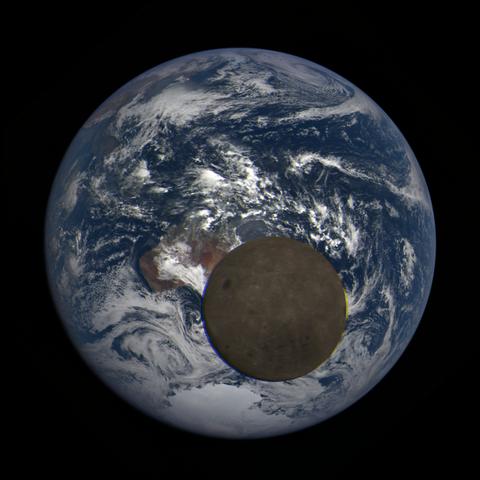 Image https://epic.gsfc.nasa.gov/epic-galleries/2021/lunar_transit/thumbs/epic_1b_20210211015604_03.png