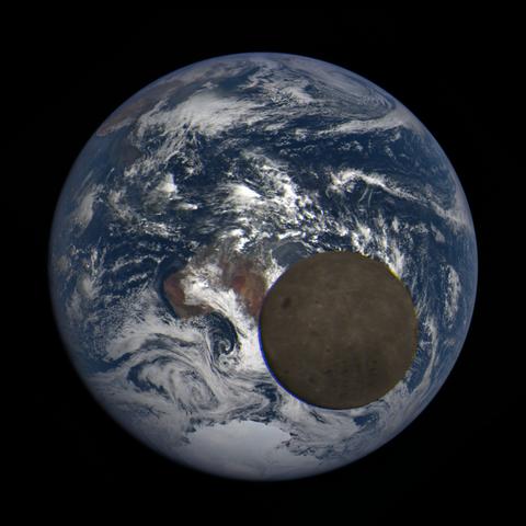 Image https://epic.gsfc.nasa.gov/epic-galleries/2021/lunar_transit/thumbs/epic_1b_20210211021209_03.png
